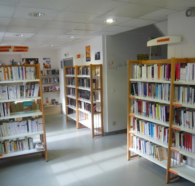Une bibliotèque.